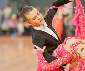 how to dance waltz for beginners